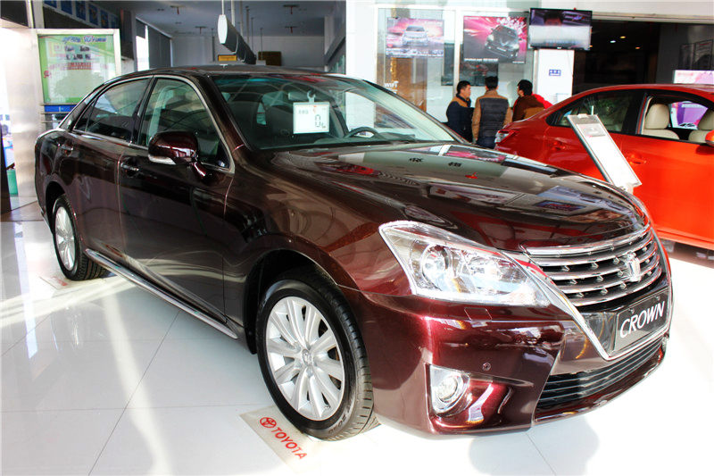 2012款 V6 2.5L Royal Saloon尊贵版